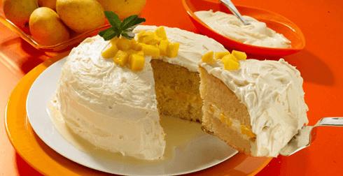 Pastel tres leches con mousse de mango