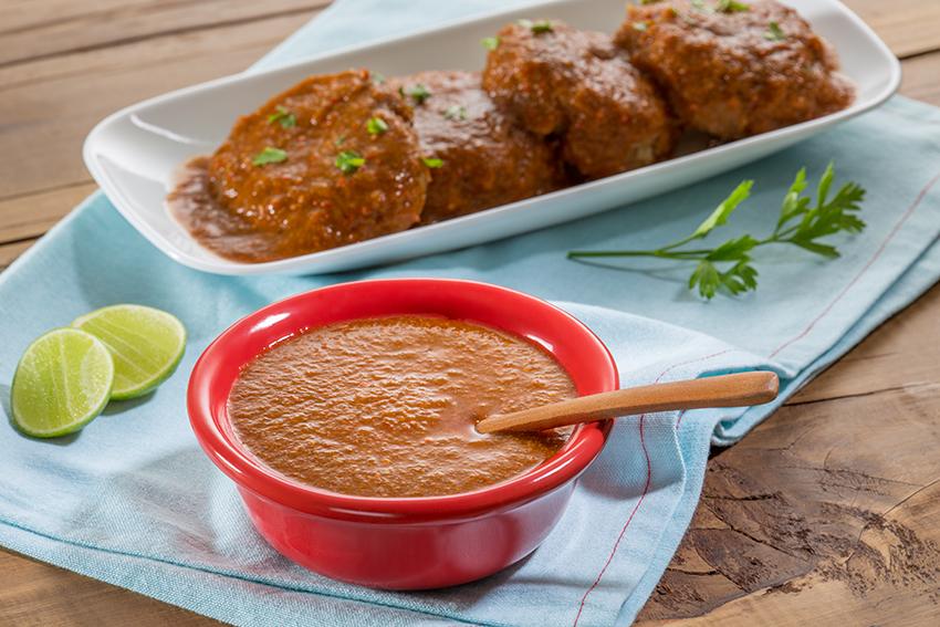 Tortitas de atún y avena con salsa de morita