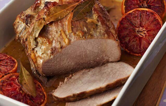 Pieczona szynka wieprzowa marynowana