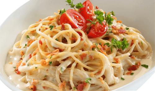 Spaghetti con tocino y perejil