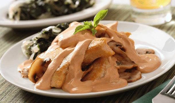 Pollo en salsa de champiñones y chipotle