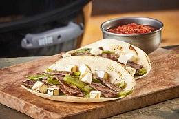Tacos de carne asada con salsa borracha