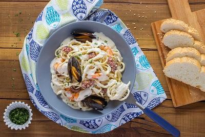 Espagueti con mariscos en salsa cremosa