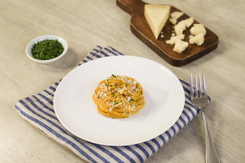 Spaghetti con crema de queso picante