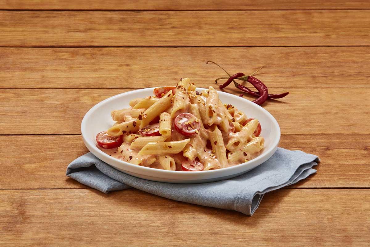 Pluma con salsa de tomate y queso