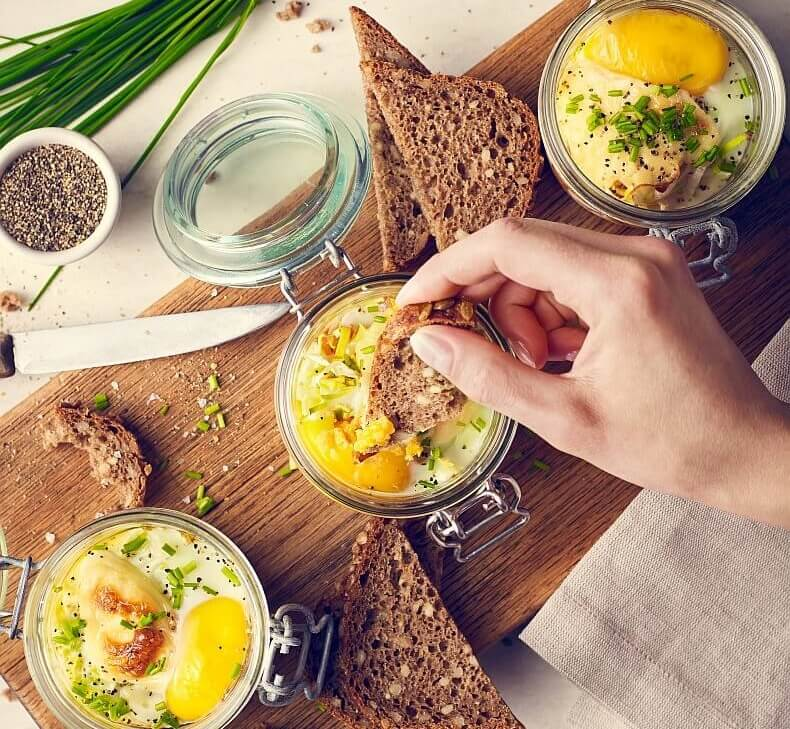 Słoikowa zapiekanka z jajkiem