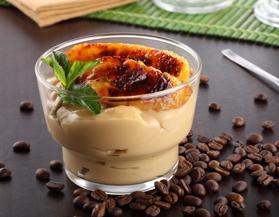 Crema de café con plátanos caramelizados