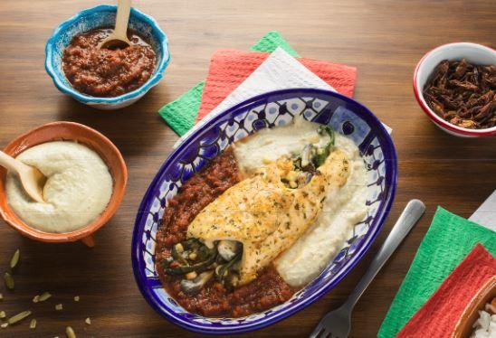 Rollo de Huitlacoche con salsa de chapulines y pepita