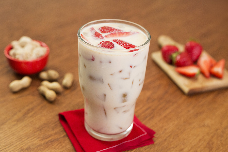 Agua de mazapán con fresa