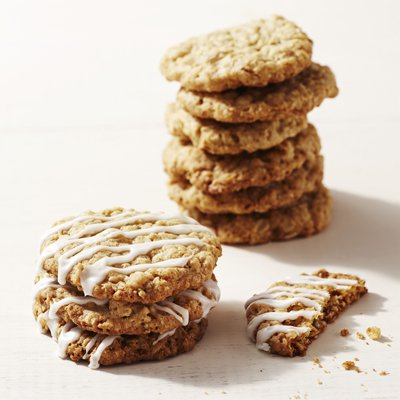 Thin Vanilla Oatmeal Cookies