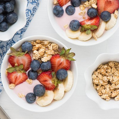 Berry Colorful Smoothie Bowl