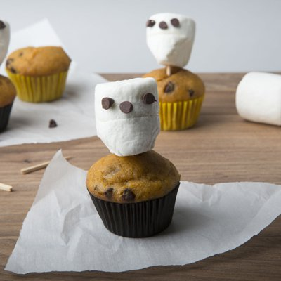 Chocolate Pumpkin Mini Muffins with Marshmallow Skulls