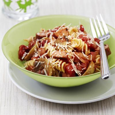 Espagueti con Hongos y Salchichas