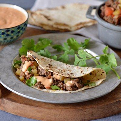 Tacos de Picadillo con Salsa Cremosa de Chipotle