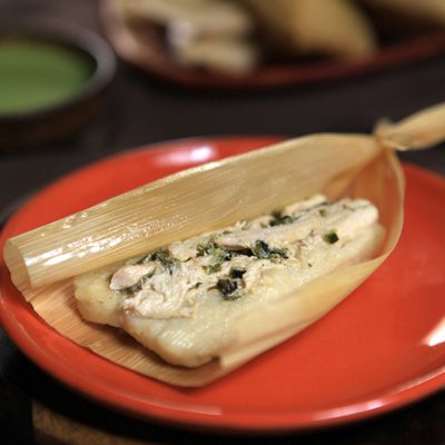 Tamales de Pollo y Poblanos con Crema de Cilantro