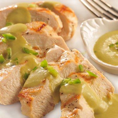 Pechugas en Salsa Poblana
