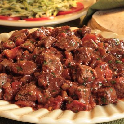 Res Maggi con Salsa y Ensalada de Repollo (Col)