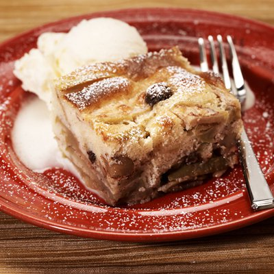 La Lechera Apple Raisin Cake