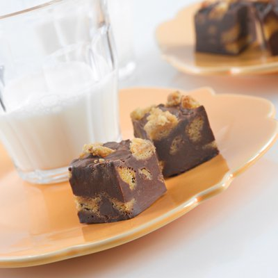Easy NESTLÉ® TOLL HOUSE® Cookie Fudge