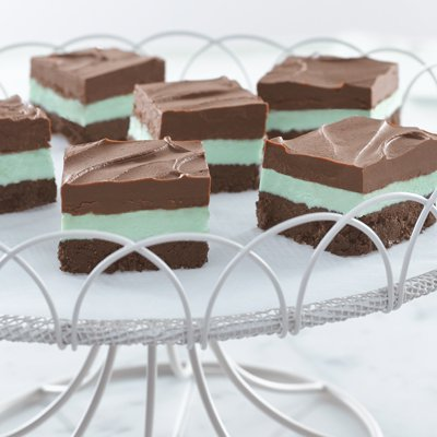 Easy No-Bake Creamy Chocolate Mint Bars
