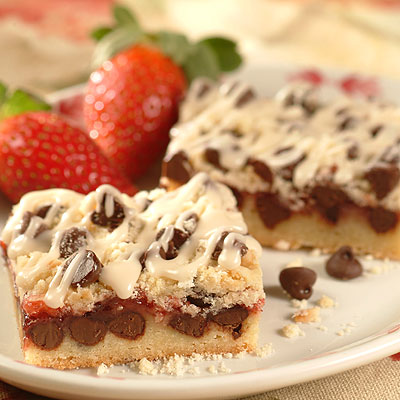 Chocolate Strawberry Streusel Bars