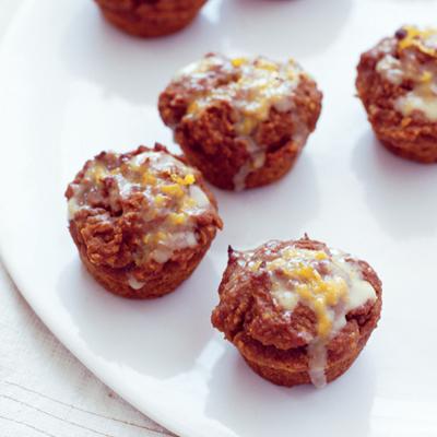 Mini muffins de calabaza de trigo integral con llovizna de naranja