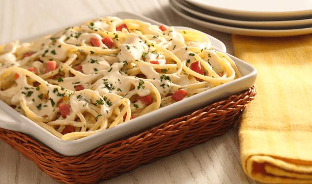 Spaghetti en salsa de perejil y tocino