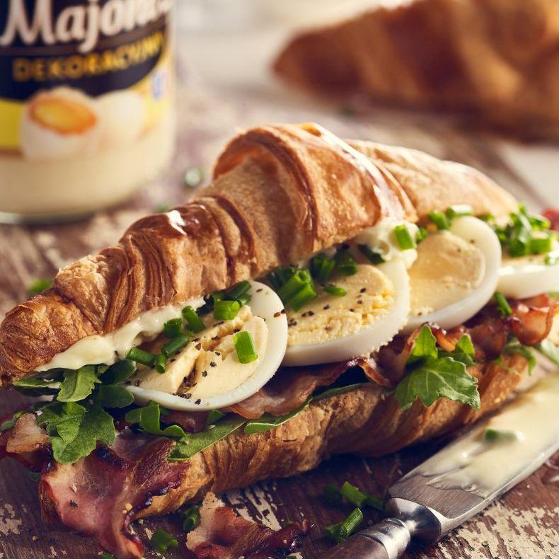 Croissant z jajkiem
