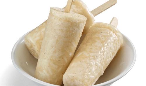 Paletas heladas de horchata y guayaba