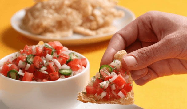 Pico de gallo con chicharrón