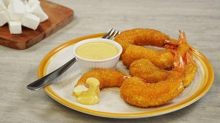Camarones rellenos con dip de mostaza dulce