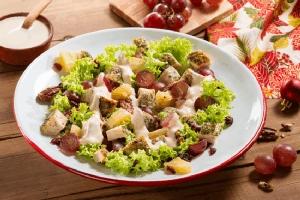 Ensalada de pollo uvas con limón y eneldo