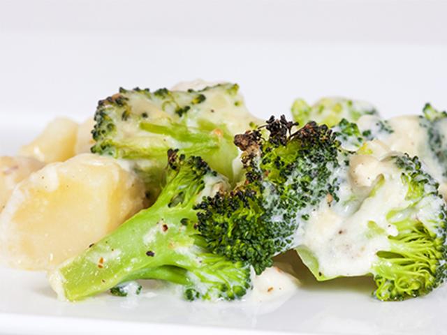 Papas Asadas en Salsa de Brócoli