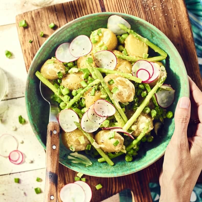 Sałatka ziemniaczana ze szparagami i sosem curry