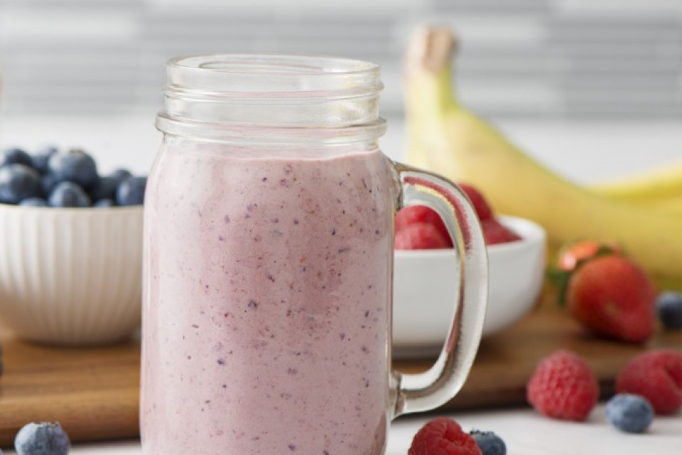 Smoothie explosion de vanille et fruits à haute teneur en protéines
