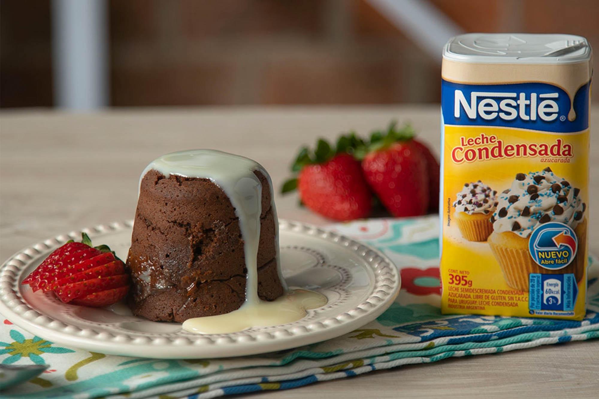 Volcán de chocolate con corazón de leche condensada