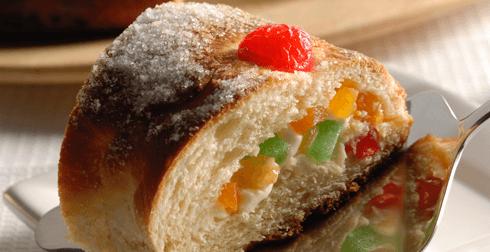 Rosca de reyes rellena de frutas