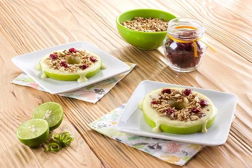 Aros de manzana con granola