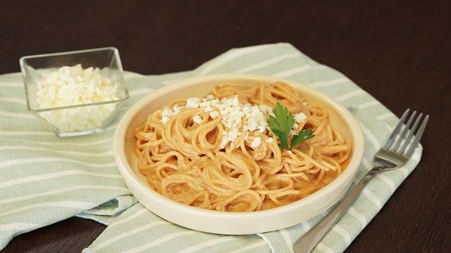 Espagueti con salsa de chipotle