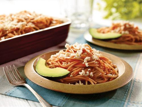 Spaguetti rojo con salchicha