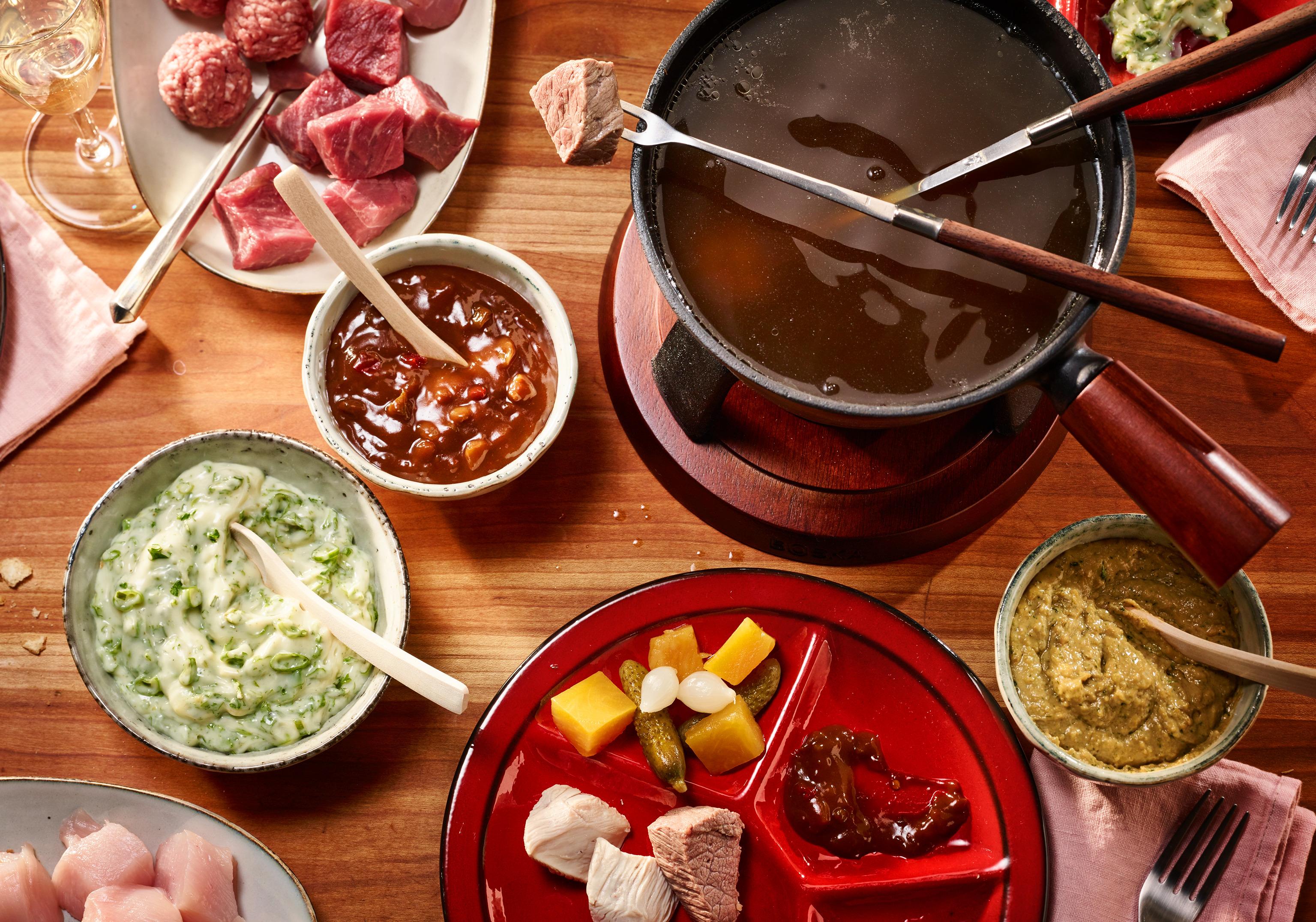 Fleisch Fondue mit dreierlei Saucen