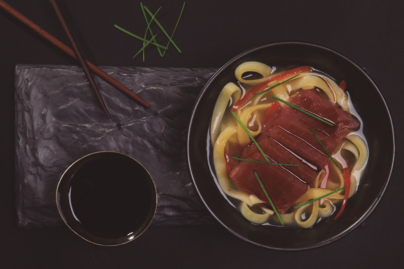Tazón asiático de atún