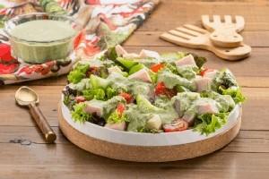Ensalada  con aderezo de cilantro y jalapeño
