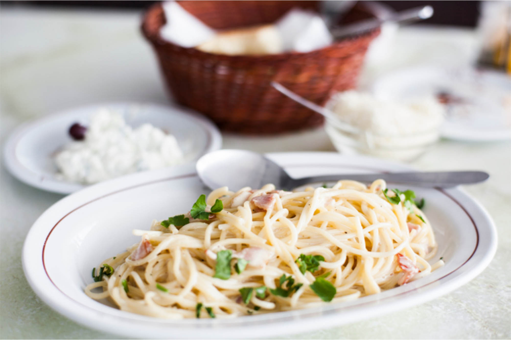 Pasta con salsa blanca