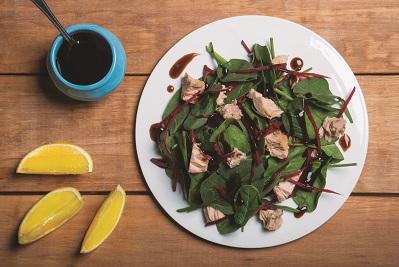Ensalada de betabel espinaca y atún