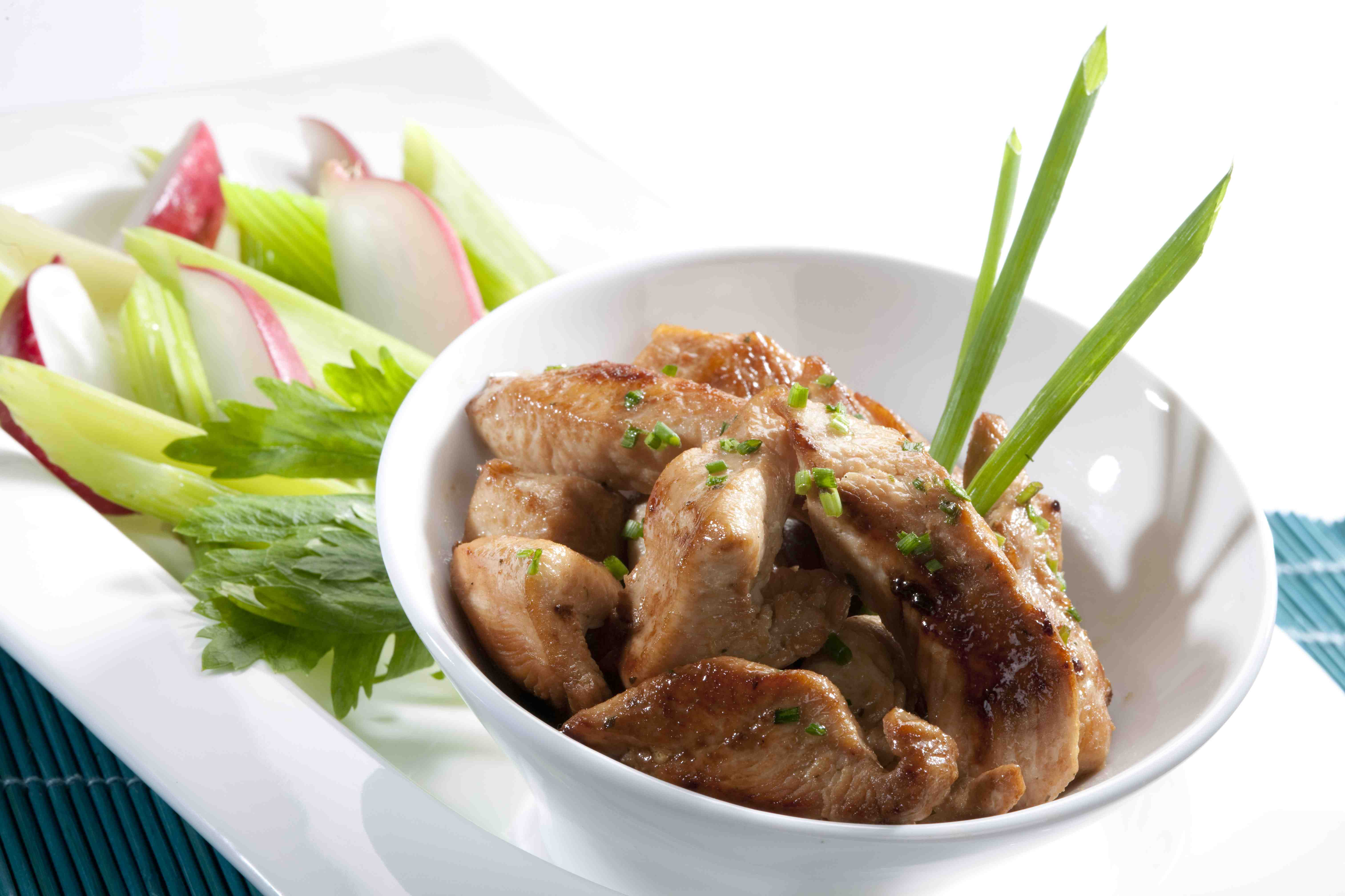 Tiritas de pollo y cebollín