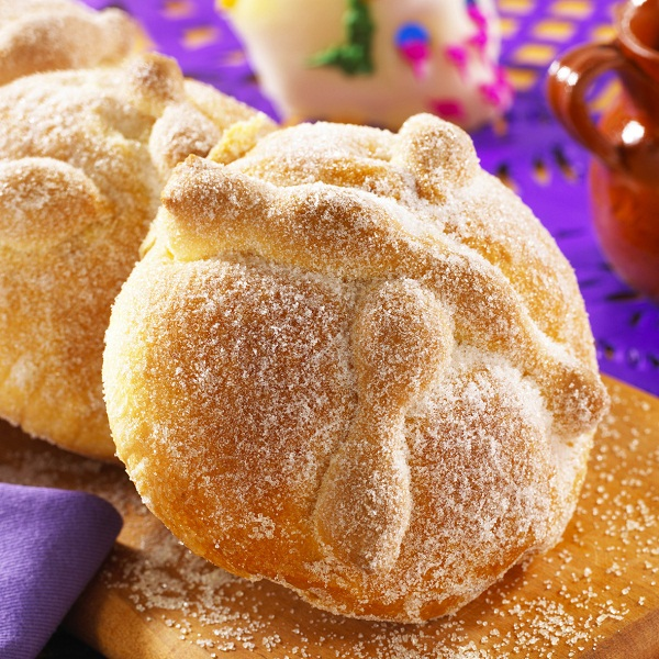 Pan de muerto con chocolate
