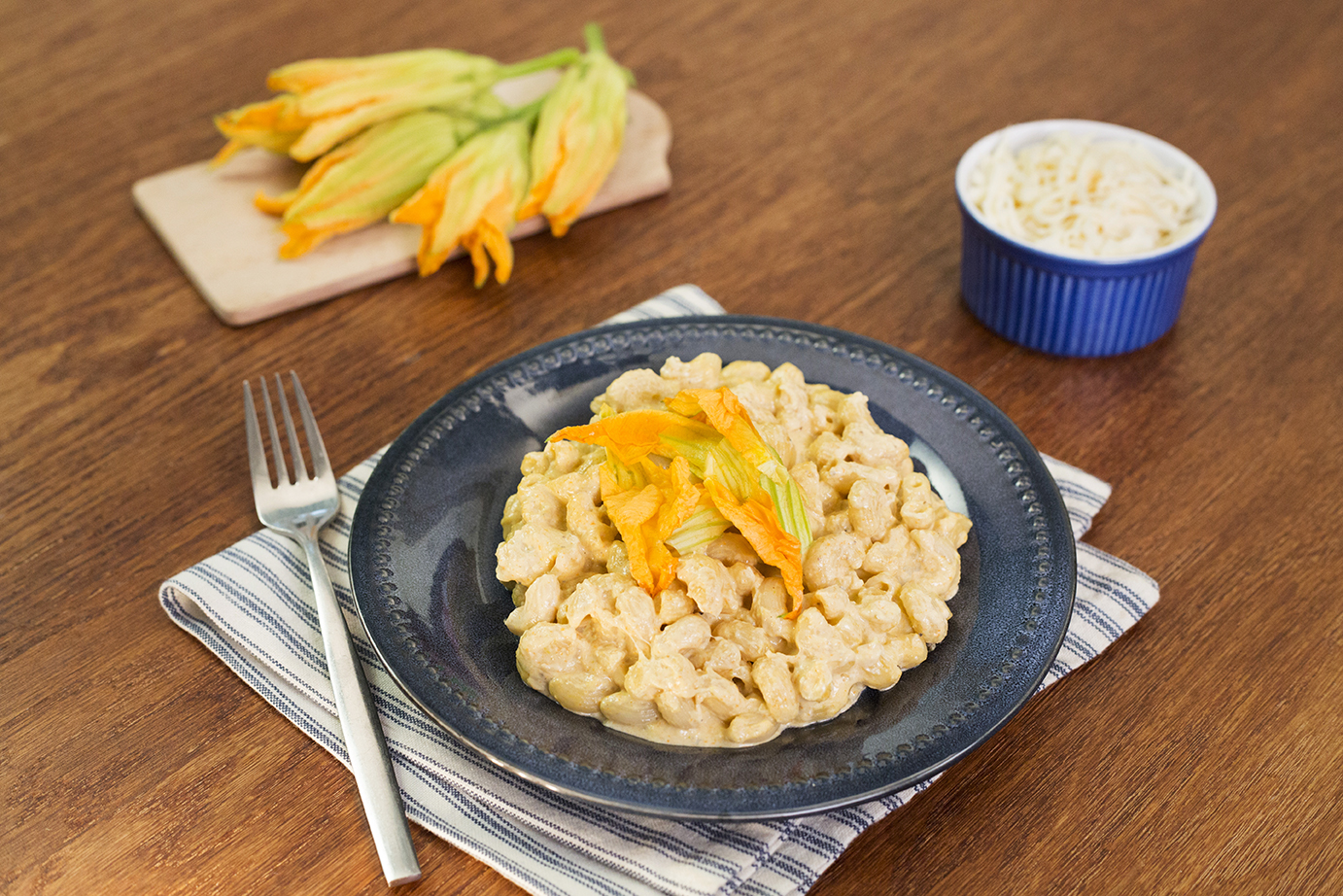 Mac and cheese con flor de calabaza