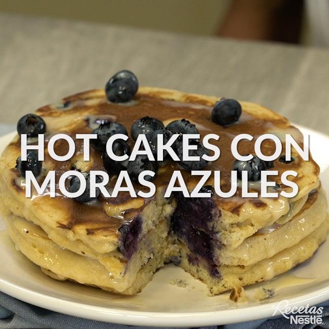 Hot cakes con moras azules