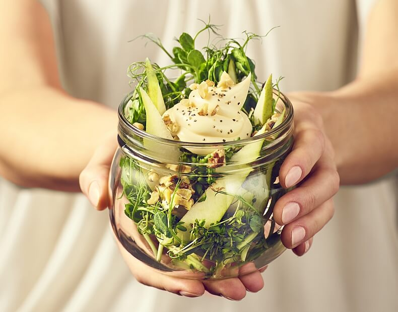 Sałatka z rzeżuchą, gruszką, orzechami włoskimi